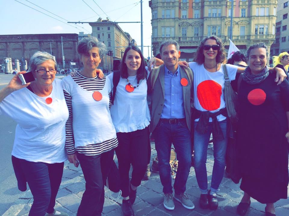Rispondiamo al bus dell'odio con la Bologna che amiamo: laica, inclusiva e antifascista