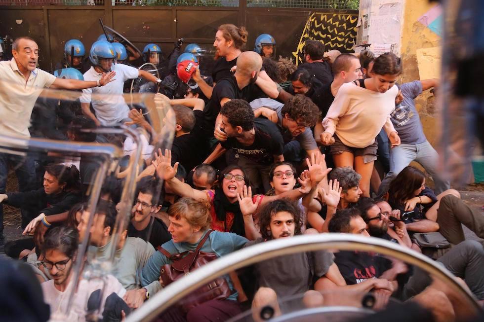 Solidarietà a Làbas. L'otto agosto noi c'eravamo.