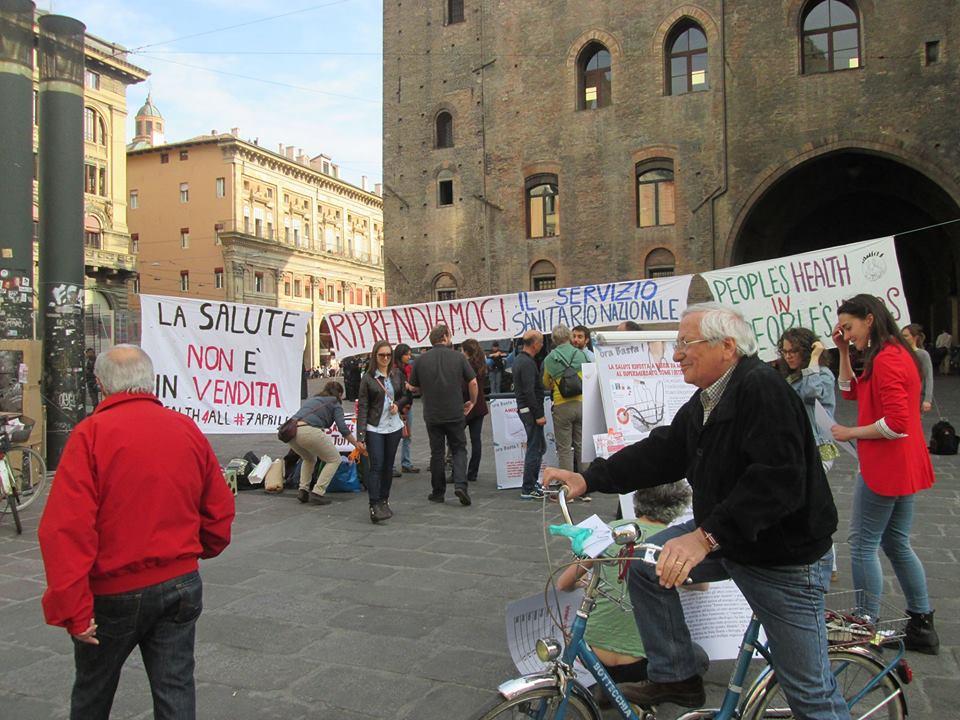 """In piazza per la """"Giornata Internazionale contro la commercializzazione della Salute"""""""