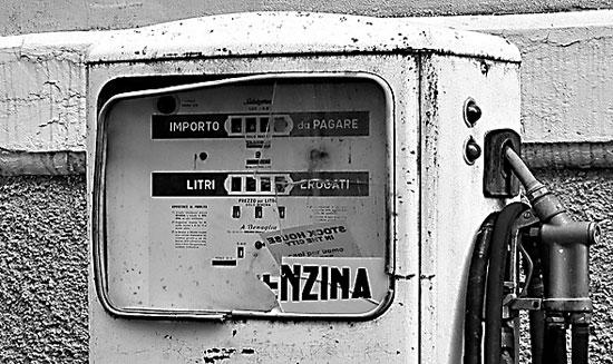 L'invasione dei distributori di carburante // RASSEGNA STAMPA