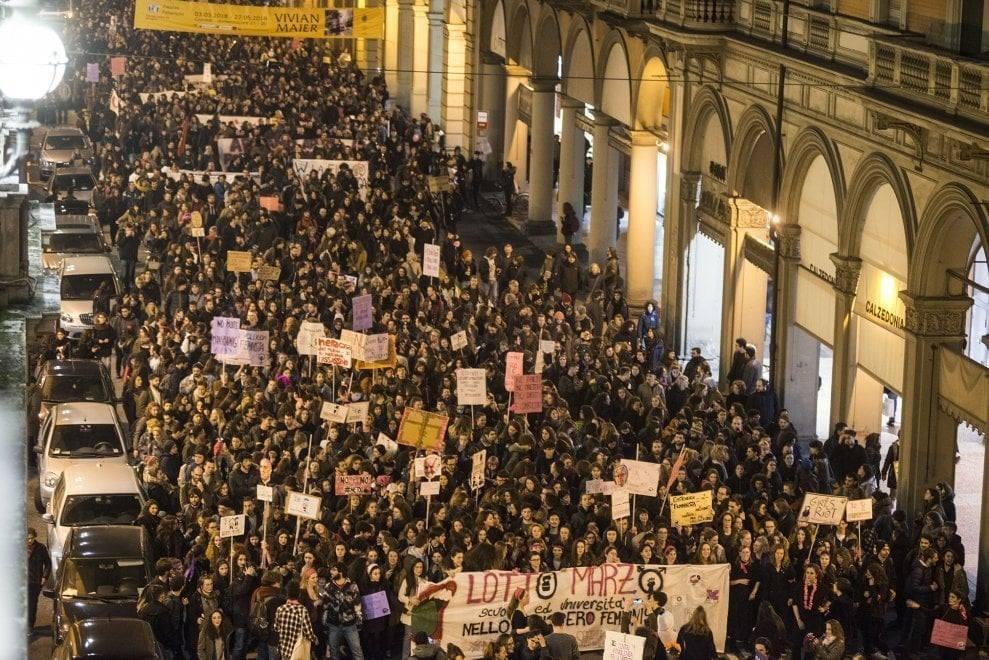8 marzo, non vogliamo mimose ma pane, rose e lotta alla disuguaglianza di genere!